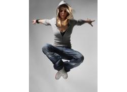 跳跃的女人