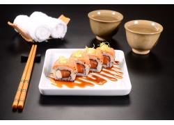 盘子里的寿司