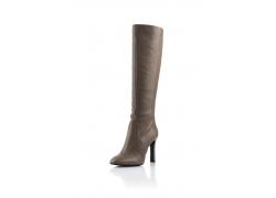 一双棕色皮靴