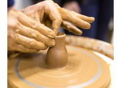 陶艺工人制作