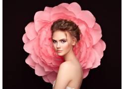 粉色花朵与女人