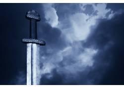 乌云下的一把剑