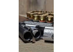 子弹和枪支上的花纹