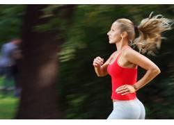 跑步的女人特写