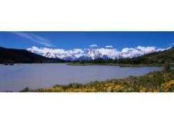 雪山河流美景