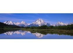 雪山湖泊美景