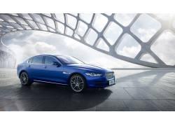 蓝色车辆高清摄影