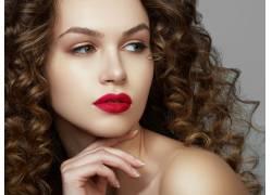 红唇的美丽女人特写