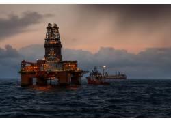 海上的钻井平台摄影