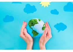 手中的绿色地球
