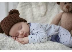 宝宝与毛绒玩具