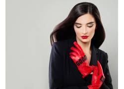 戴着手套的美女