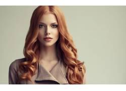 棕色头发美女
