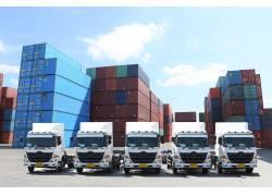 集装箱和卡车摄影