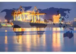 地图和码头的灯光摄影