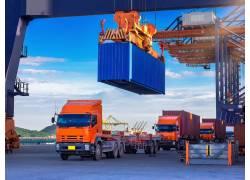 装箱的货运卡车