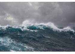 海水掀起的浪花摄影