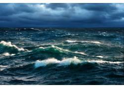 浓云密布下的大海摄影