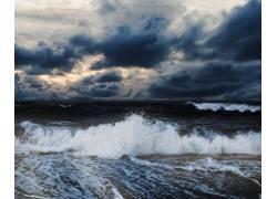 乌云和海水风景摄影