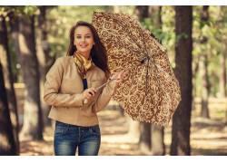 树林撑伞美女写真